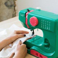 Cinco razones por las que necesitas una máquina de coser