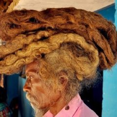 Hombre no se ha lavado el cabello durante 40 años