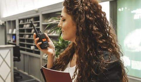 ¿Por qué se siguen utilizando equipos de radiocomunicación en el siglo XXI?